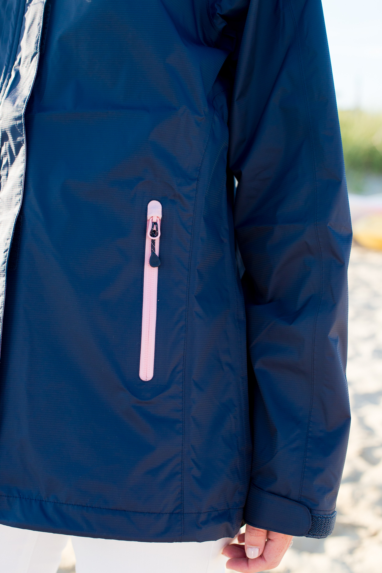 Vineyard Vines Stow & Go Rain Coat-26