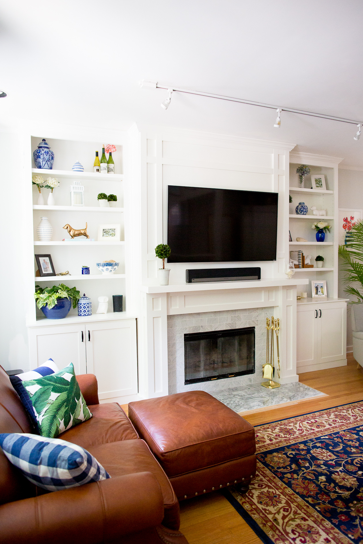 Kelly-in-the-City-Preppy-Living-Room-11-1
