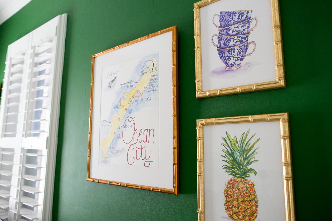 preppy-green-walls-gold-frames-200