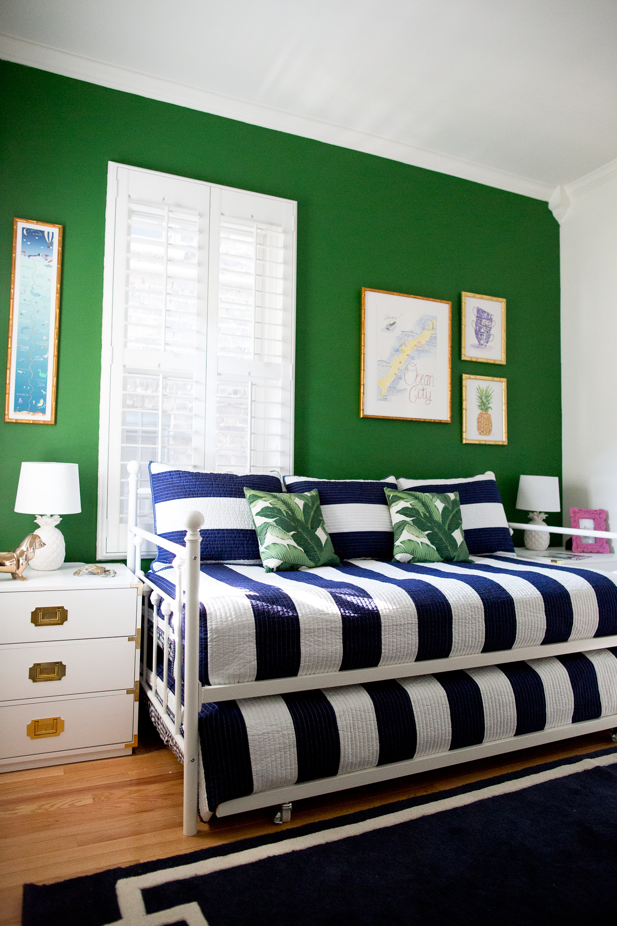 preppy-green-walls-gold-frames-503