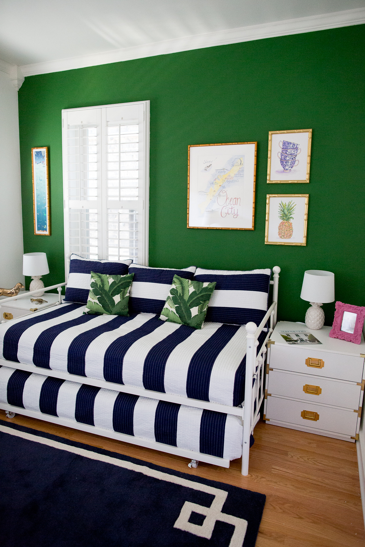 preppy-green-walls-gold-frames-533