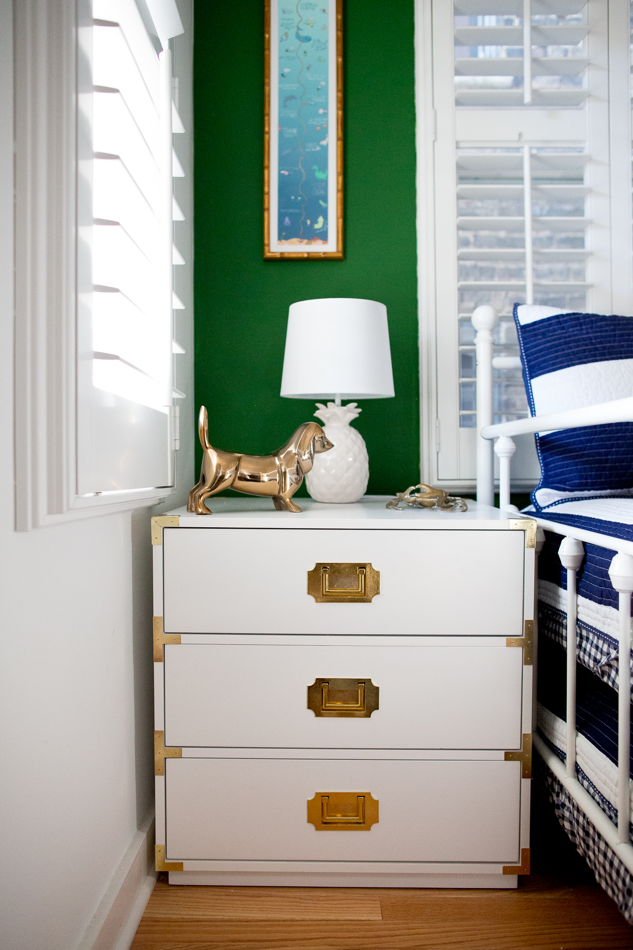 preppy-green-walls-gold-frames-600