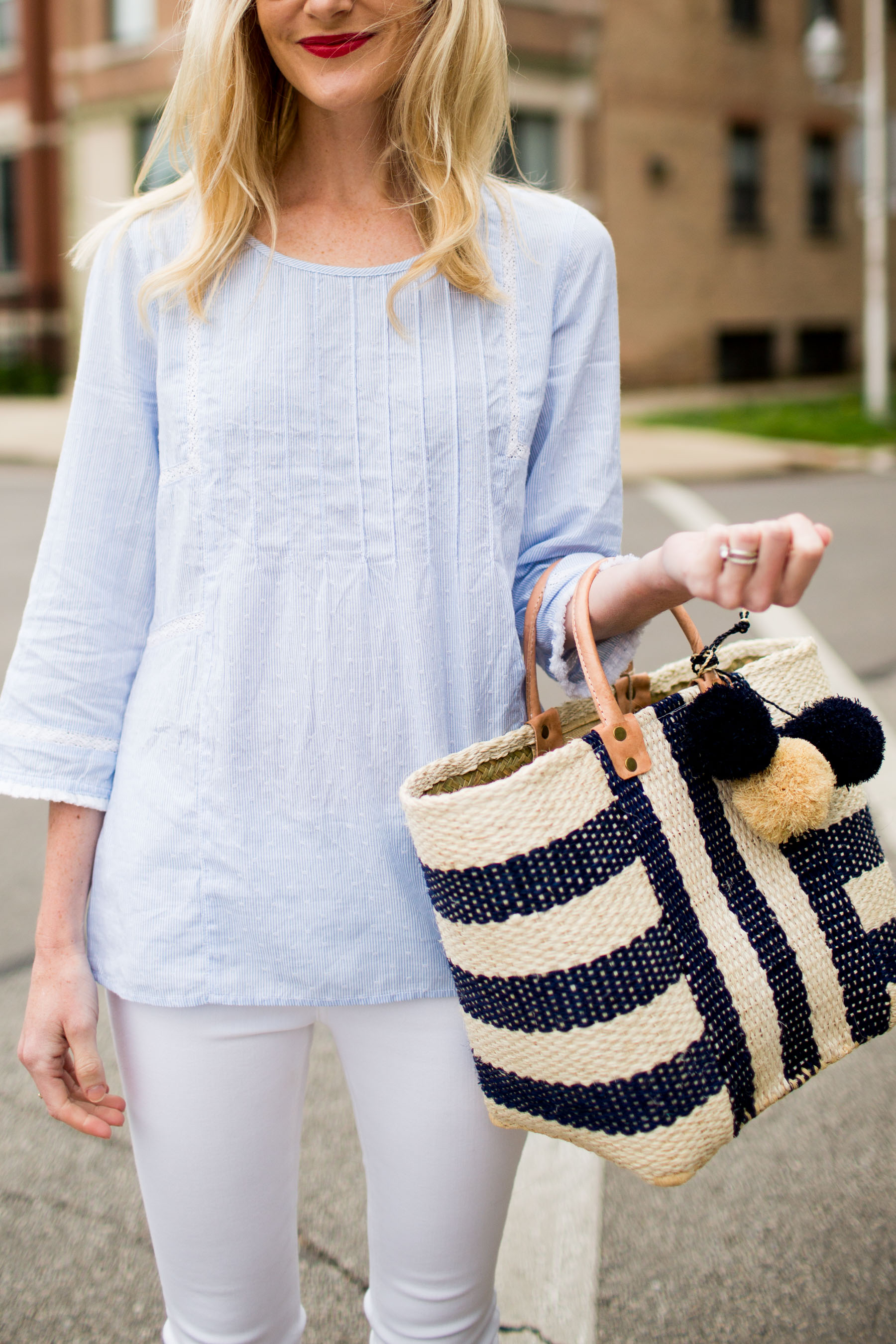 Caslon Pinktuck Pleat Top / Mar Y Sol Tote / White Skinny Jeans