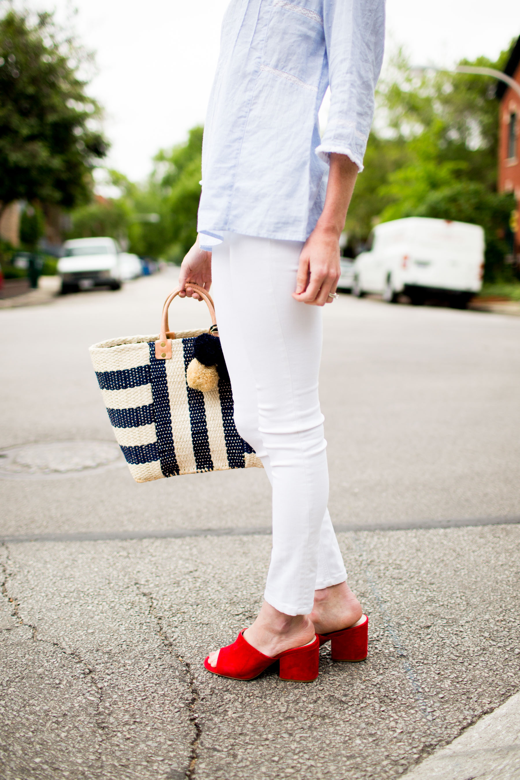 Caslon Pinktuck Pleat Top / Mar Y Sol Tote / White Skinny Jeans / Red Slides