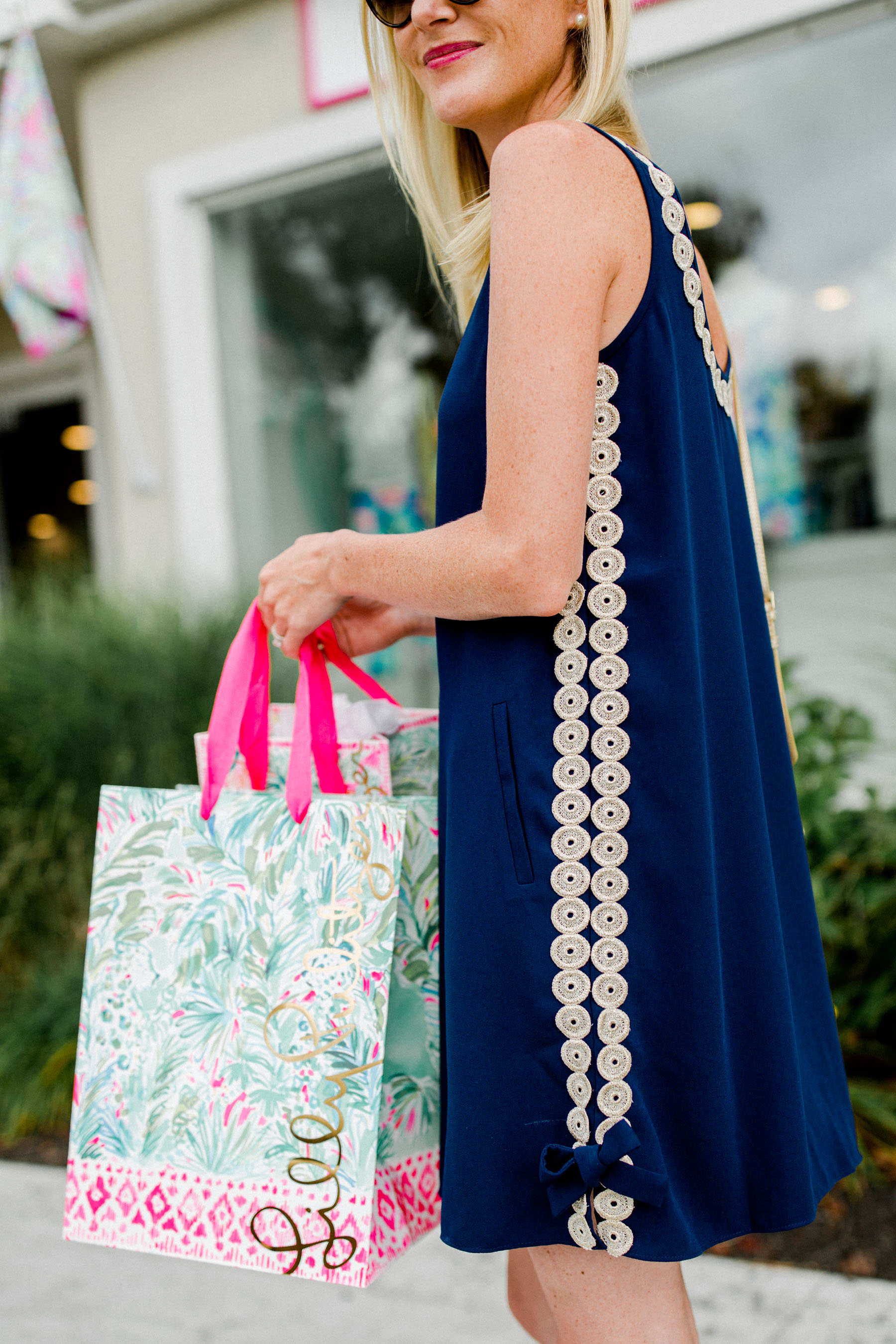 27a88c24ffa258 Lilly Pulitzer Dress // Shop other classic navy dresses–most of which are  included in the After Party Sale–below!