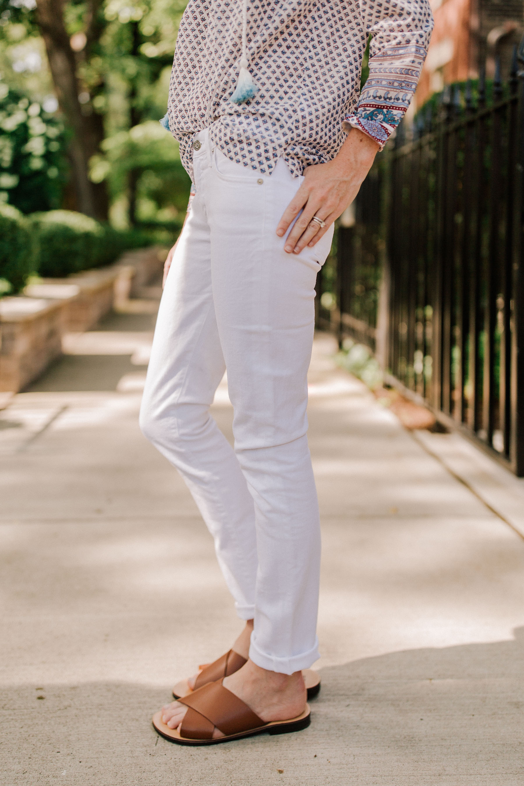 431fe192df8dba White Skinny Jeans / Brown Cross Strap Sandals - Nordstrom - Kelly in the  City · Tassel Peasant Top ...