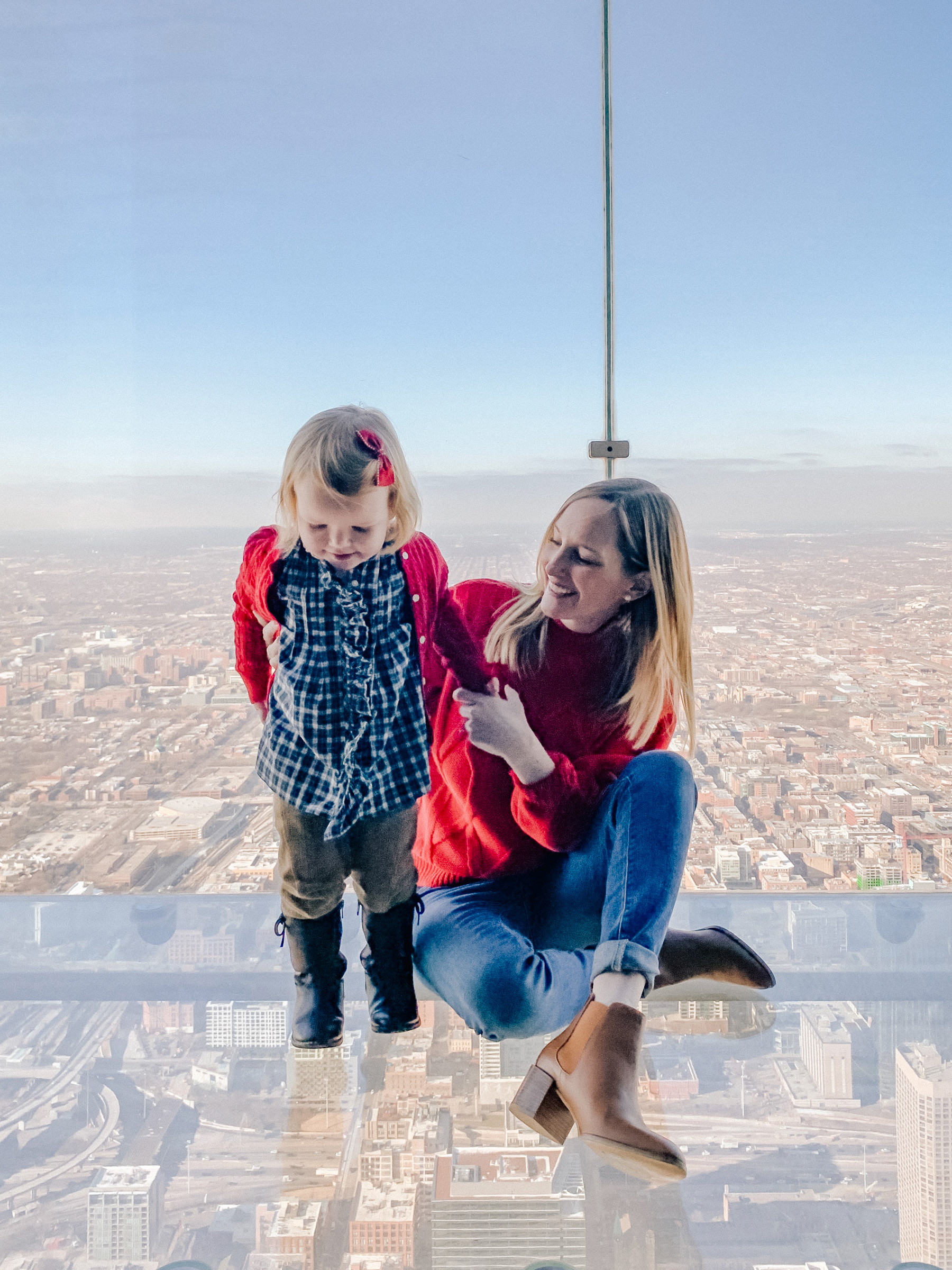 Meeting Santa on the Willis Tower Skydeck - Kelly in the City