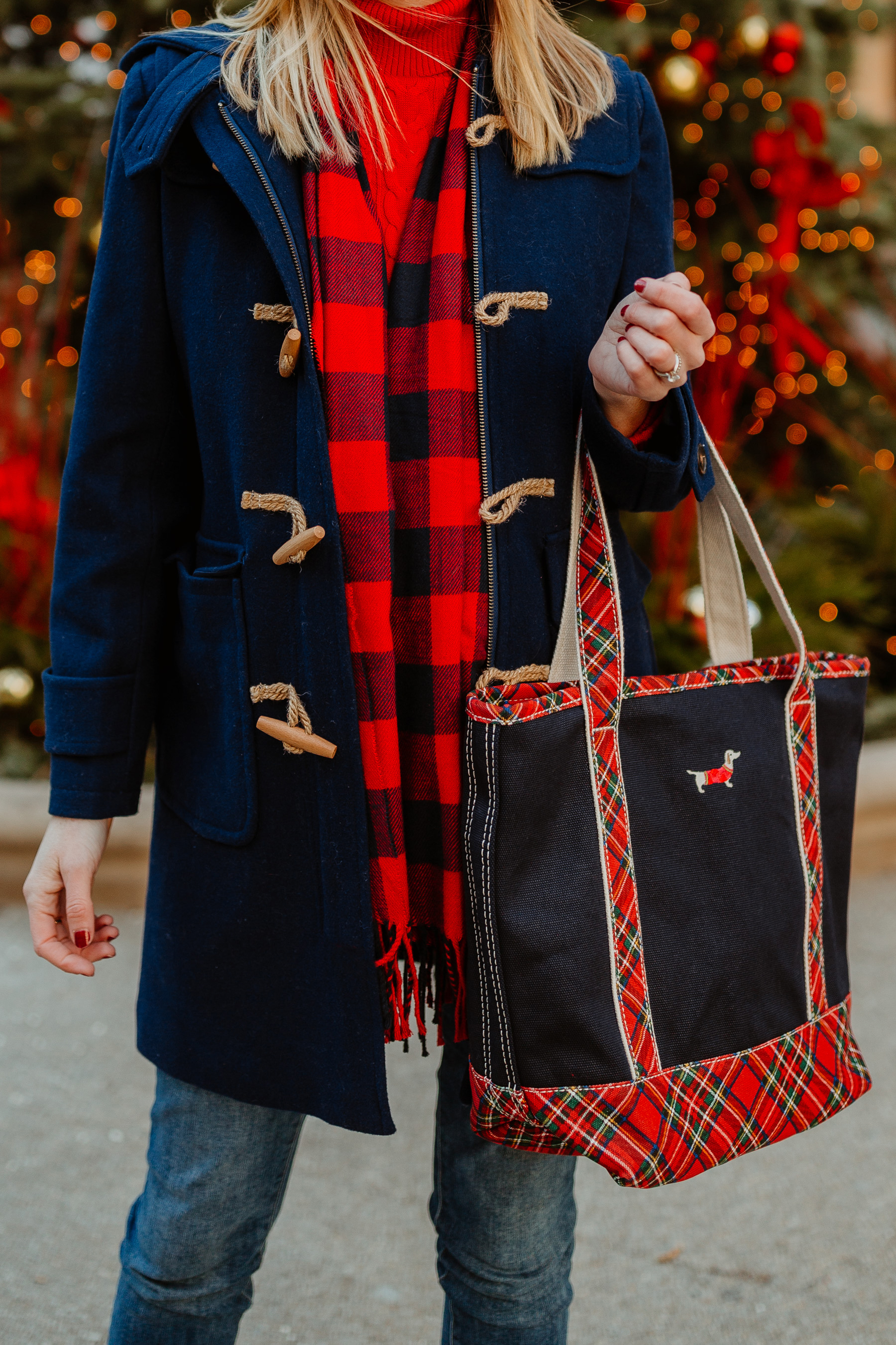 Navy Duffle Coat(On sale!)/ Cable-Knit Turtleneck Sweater / Buffalo Plaid Scarf /Lands' End Plaid Dachshund Tote c/o /Skinny Jeans(I'm wearingthe maternity version, though.)