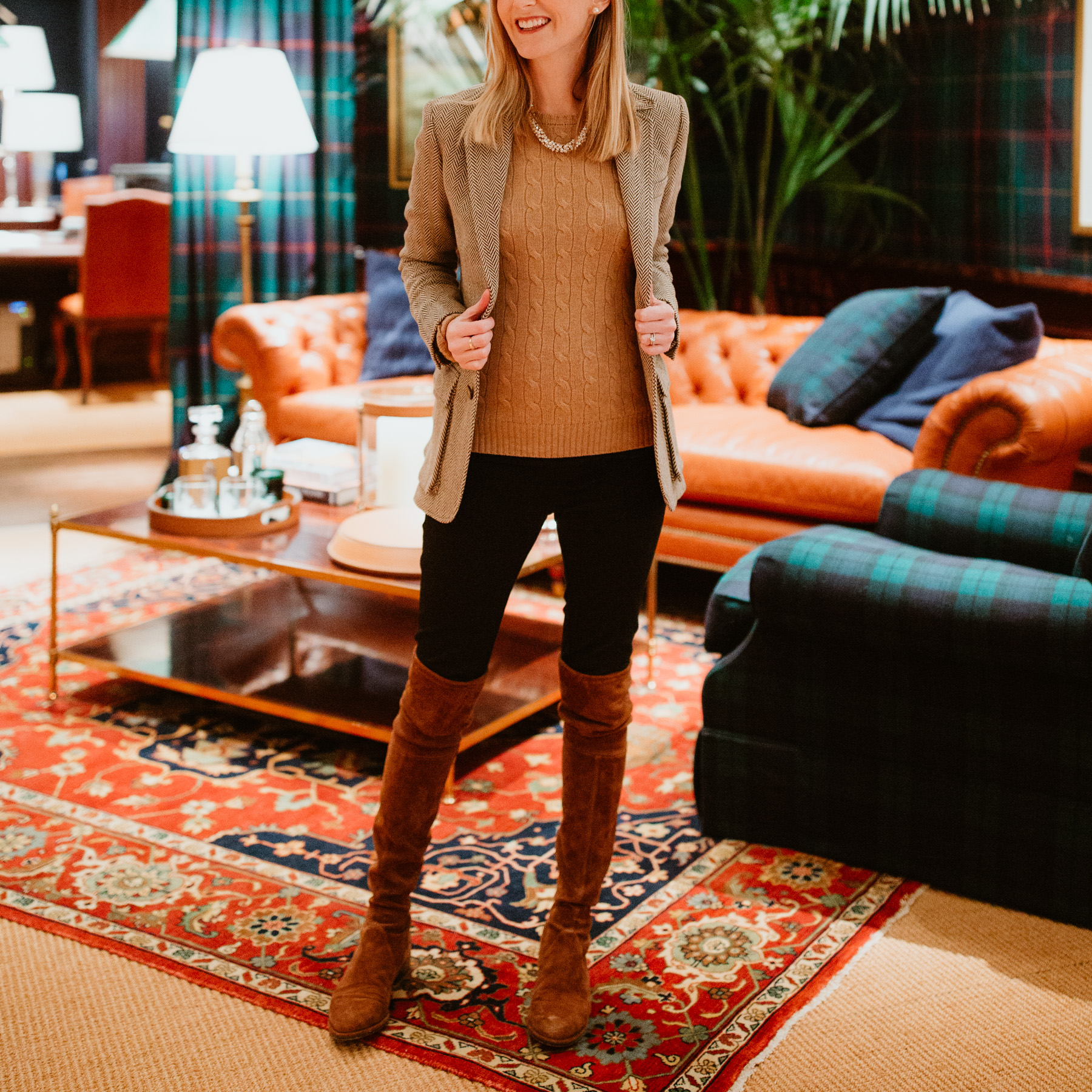 Kelly's Outfit:Ralph Lauren Cable-Knit Sweater /Stuart Weitzman Boots/Halogen Seamed Leggings / Sparkly Necklace