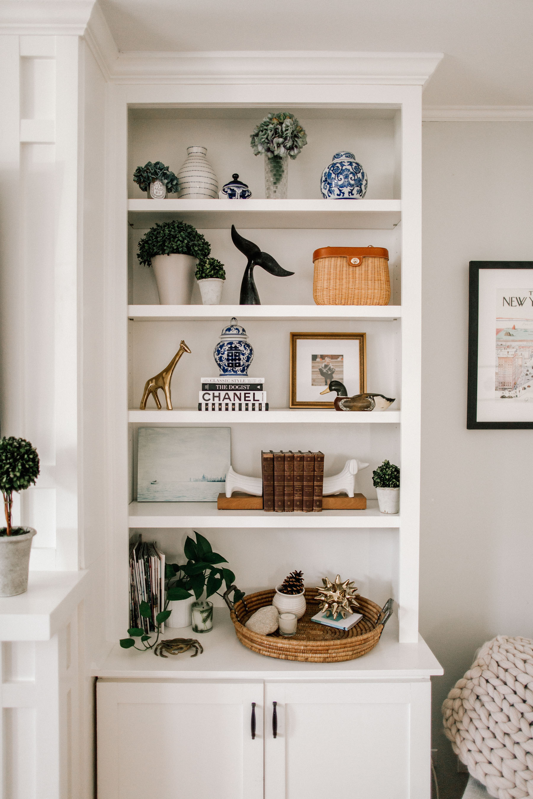 How to Style Preppy Bookshelves