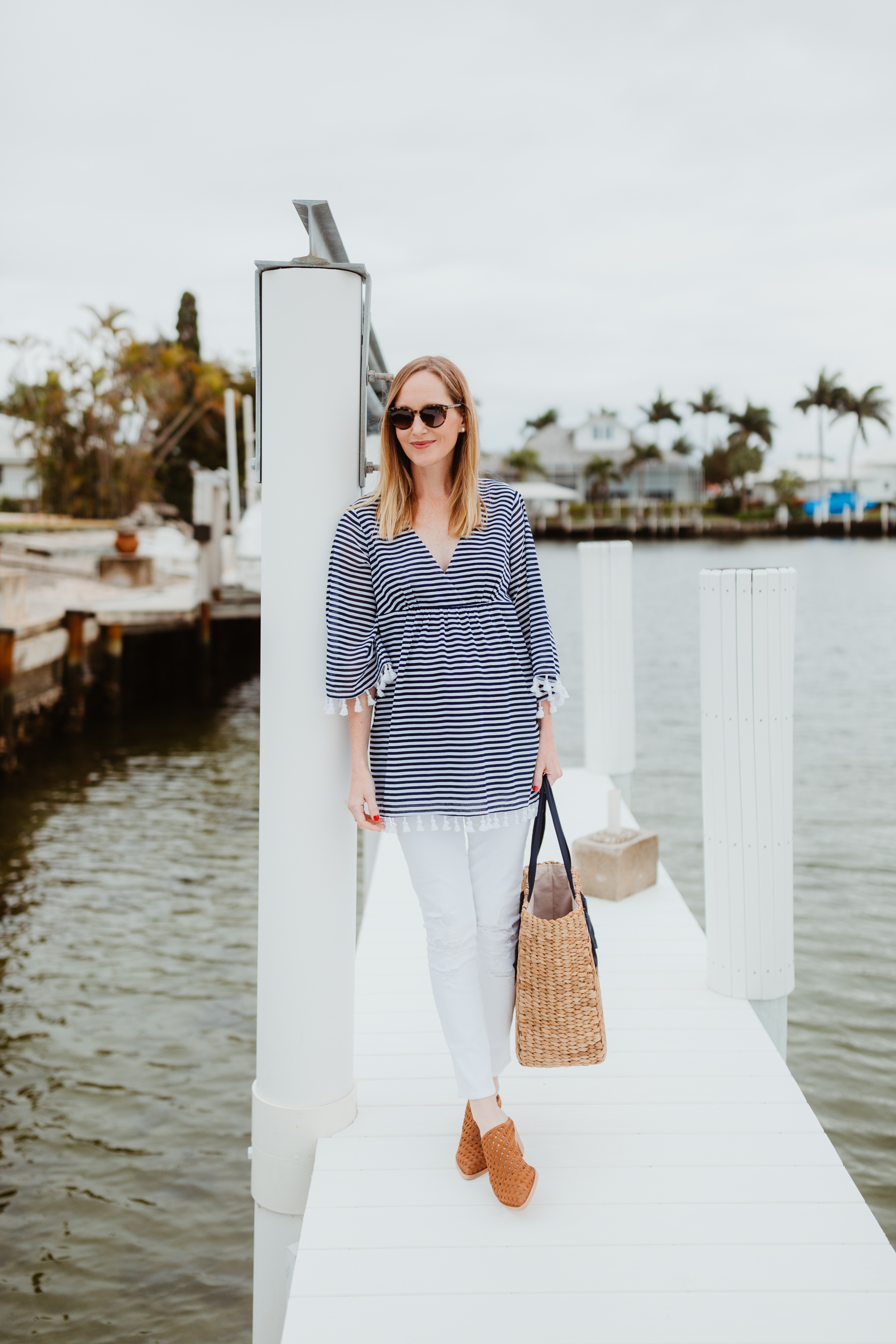 Sail to Sable Crinkle Cotton Tunic Top & White Jeans & Pamela Munson Woven Tote & Mule