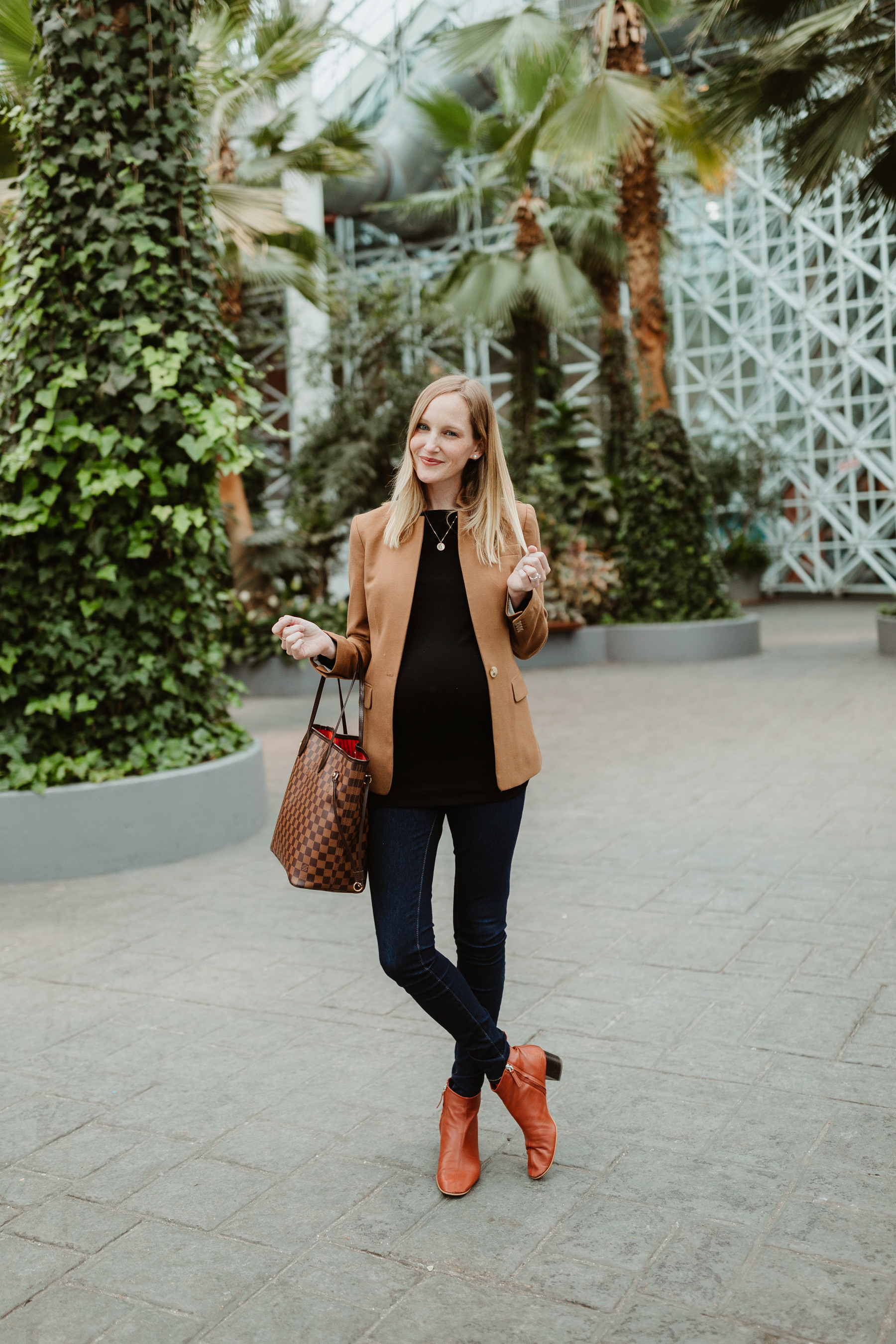 """Kelly's Outfit: Everlane Day Boot c/o / Gold Initial Necklace /J.Crew Regent Blazer /Softest """"Modern Boatneck"""" Tee by Gap / Louis Vuitton MM Neverfull Tote/ Old Navy Rockstar Jeans"""