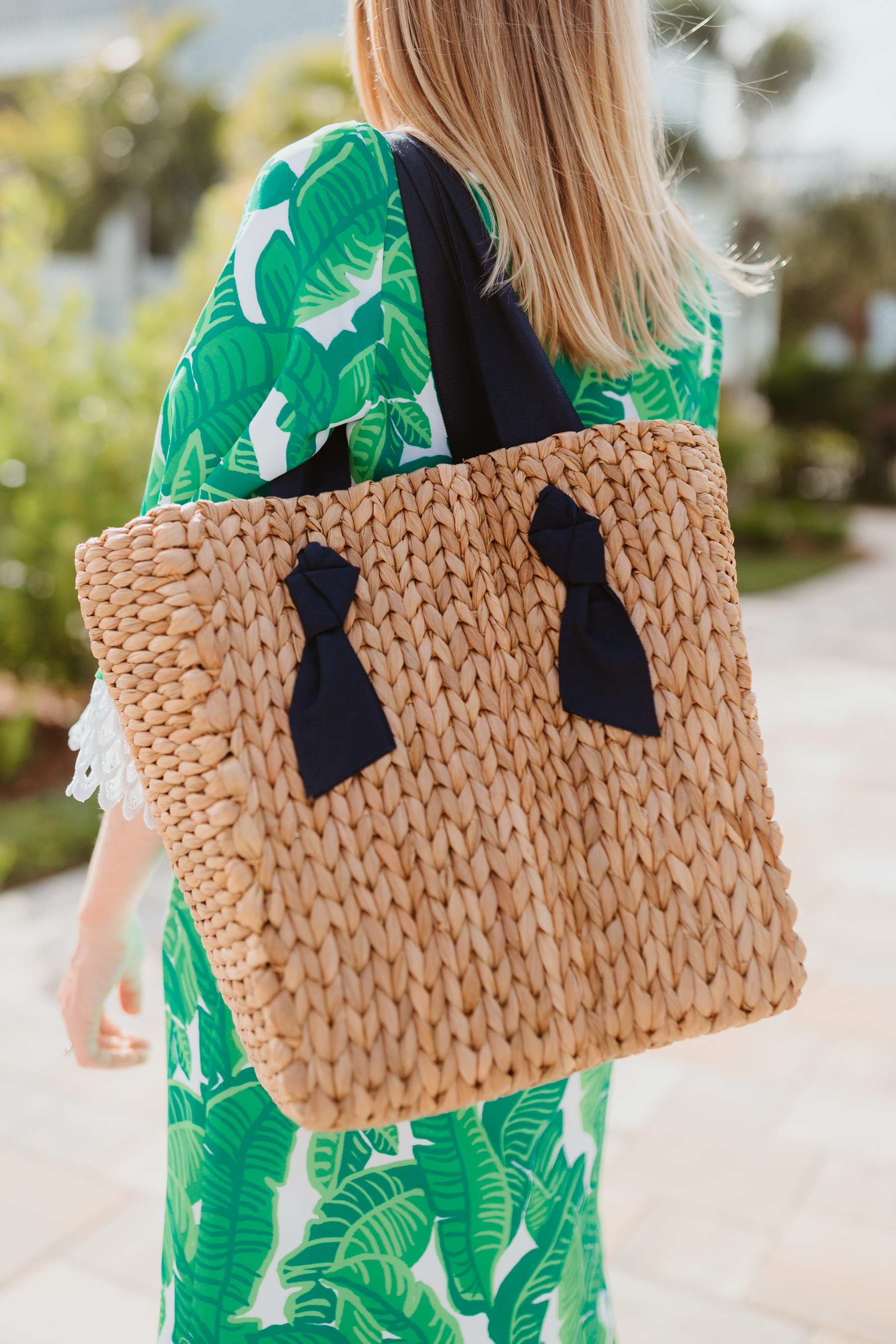 Kelly's outfit: Sail to Sable Banana Leaf Palm Dress / Pamela Munson Woven Tote