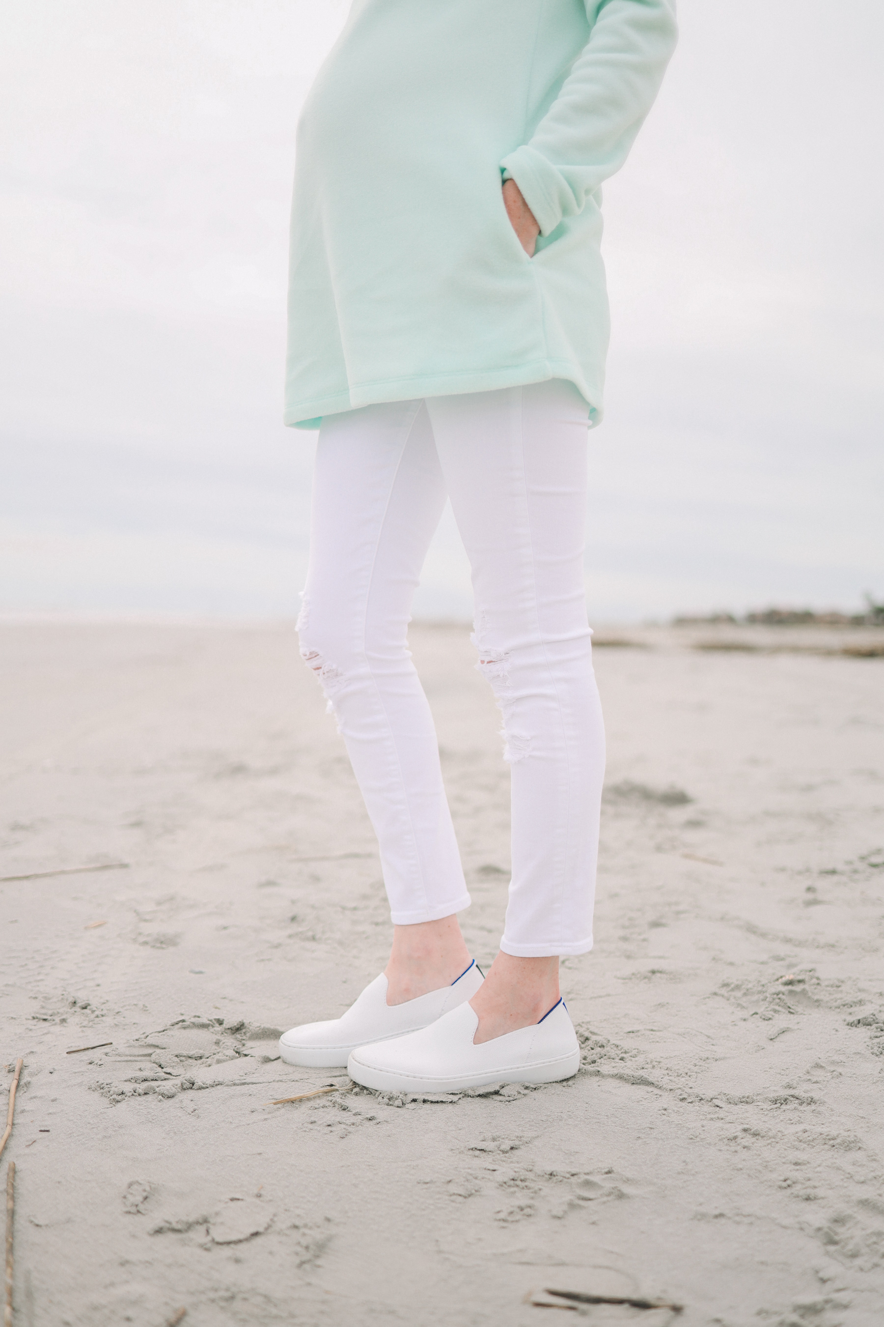 White J Brand Maternity Ankle Jeans / Rothy's Machine-Washable Sneakers / Vineyard Vines Hat