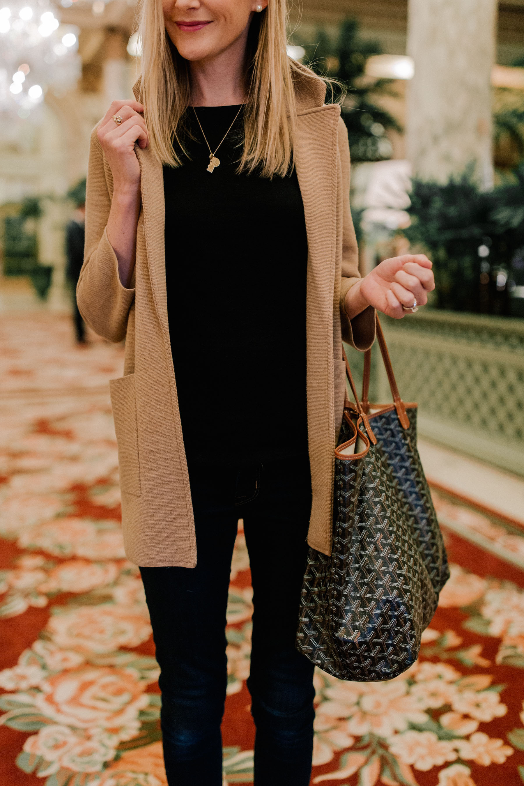 Kelly's outfit: Black Sweater / Rag & Bone Jeans  / Camel Sweater Blazer / Goyard Tote