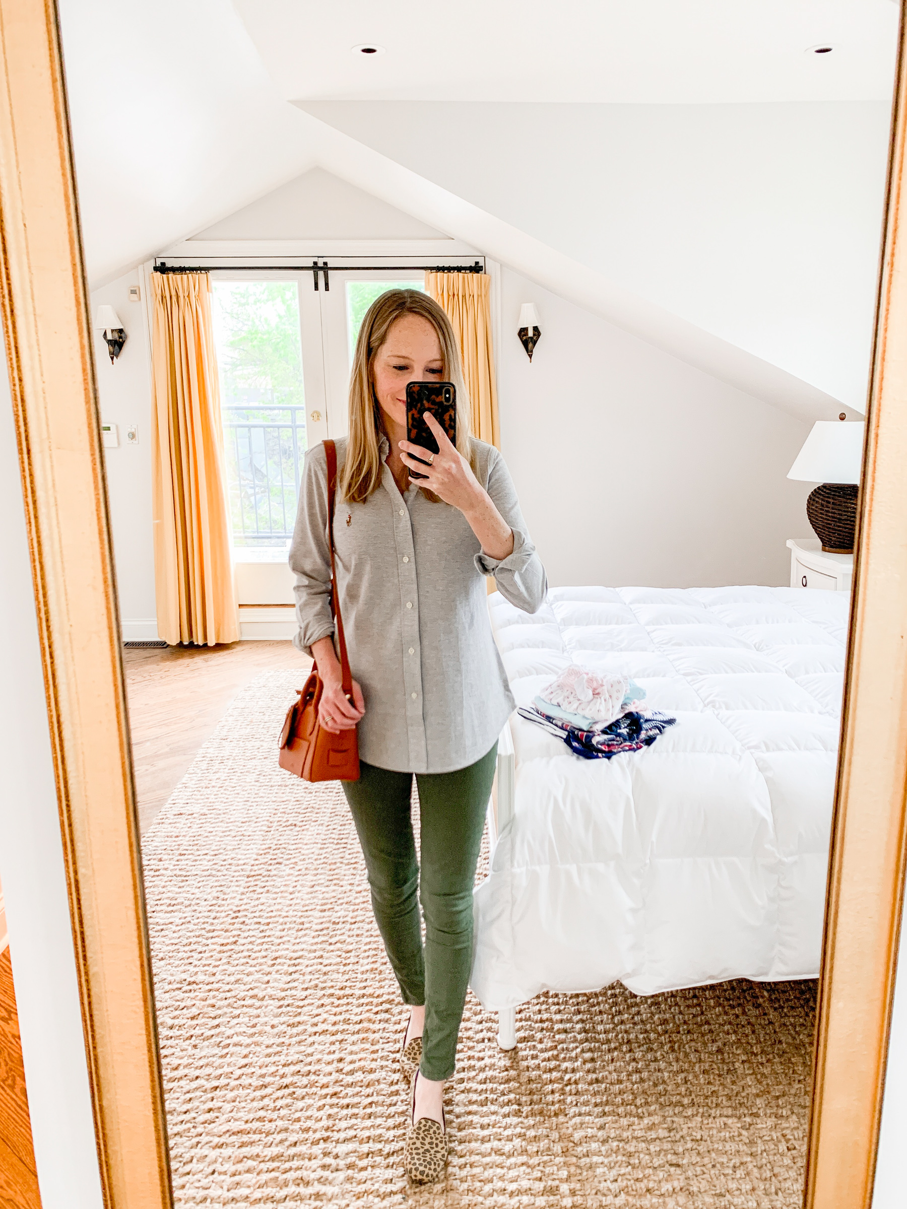 Kelly Larkin's outfit details: Green Skinny Jeans / Leopard Rothy's / Ralph Lauren Button-Down/ J.Crew Bag / Stampled Initial Necklace