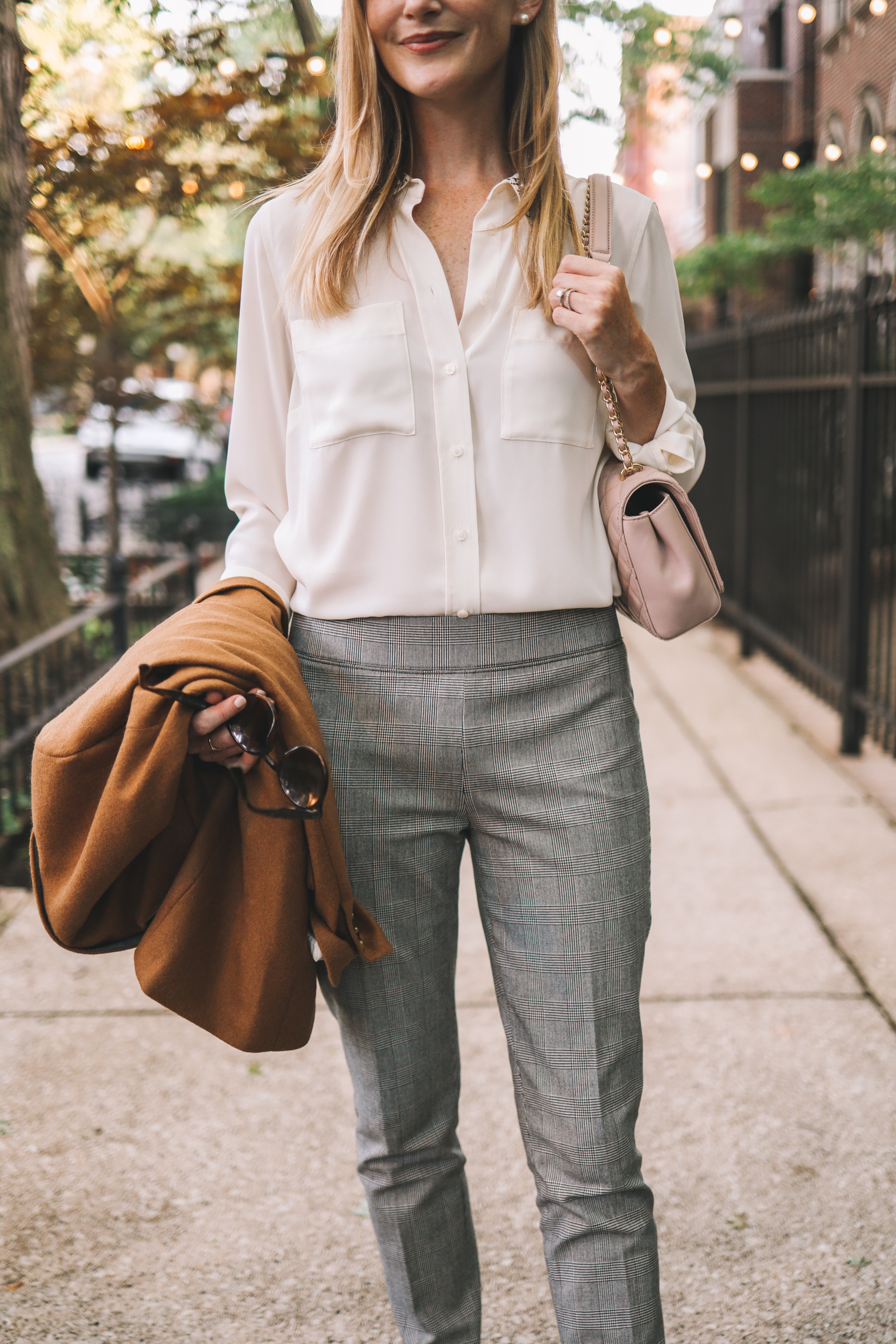 a pink bag does well with this outfit for fall