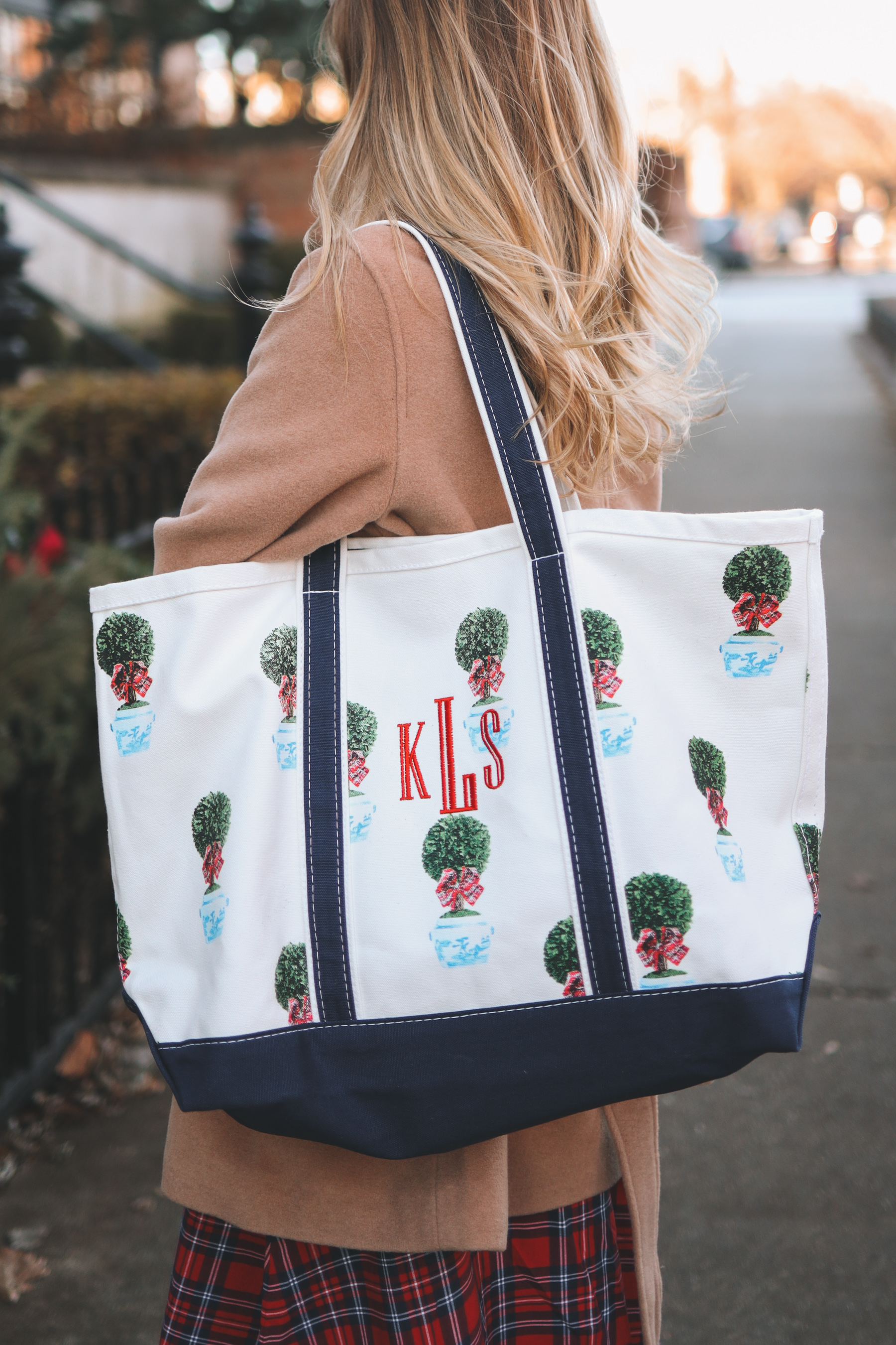 WH Hostess tote