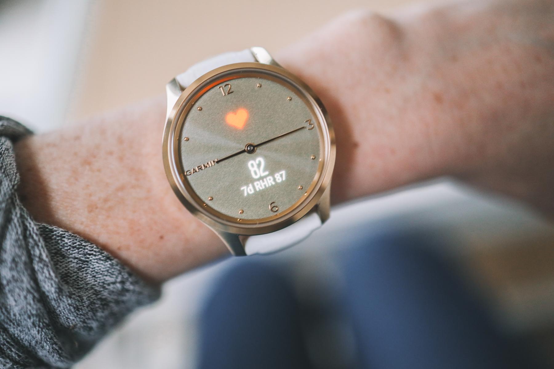 Garmin vívomove Luxe smartwatch