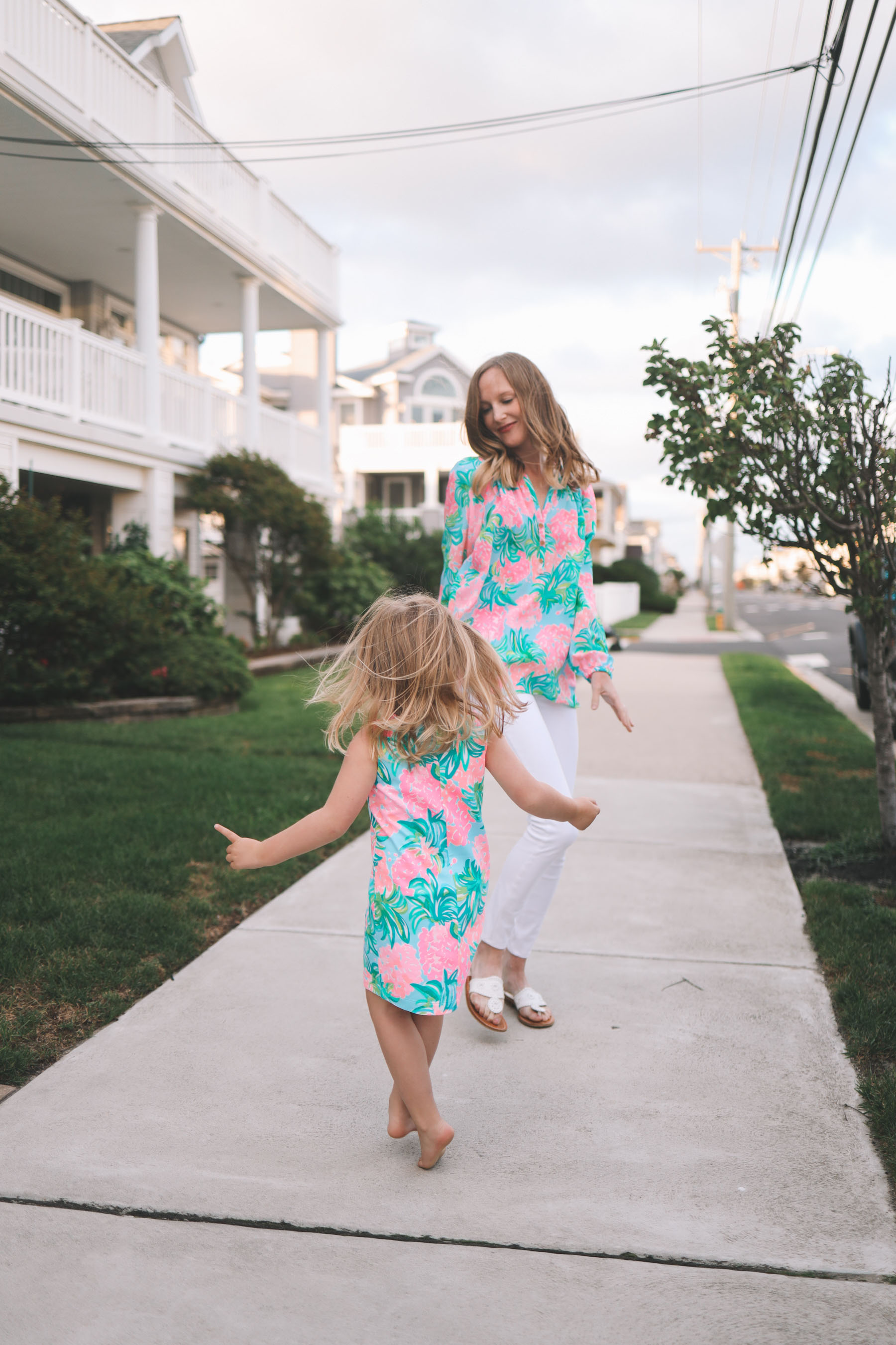 Lilly Pulitzer APS Outfit Try-On