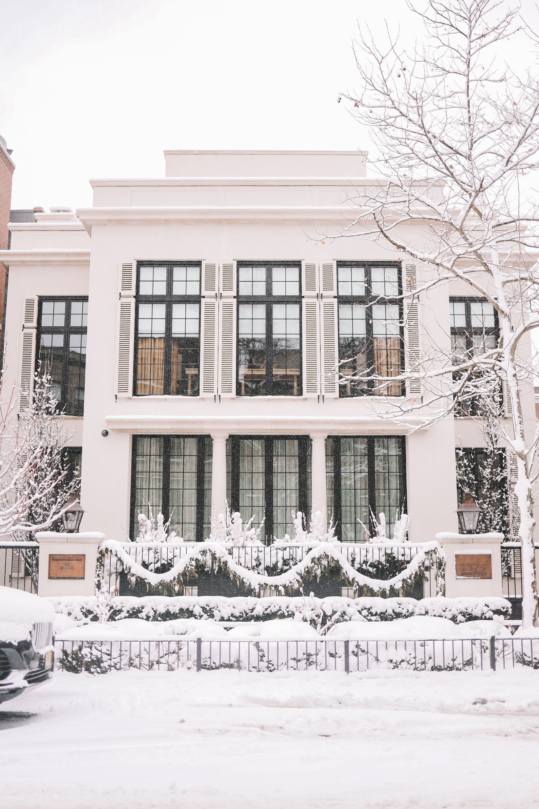 snow in buildings chicago | Happiness Walk Through Lincoln Park