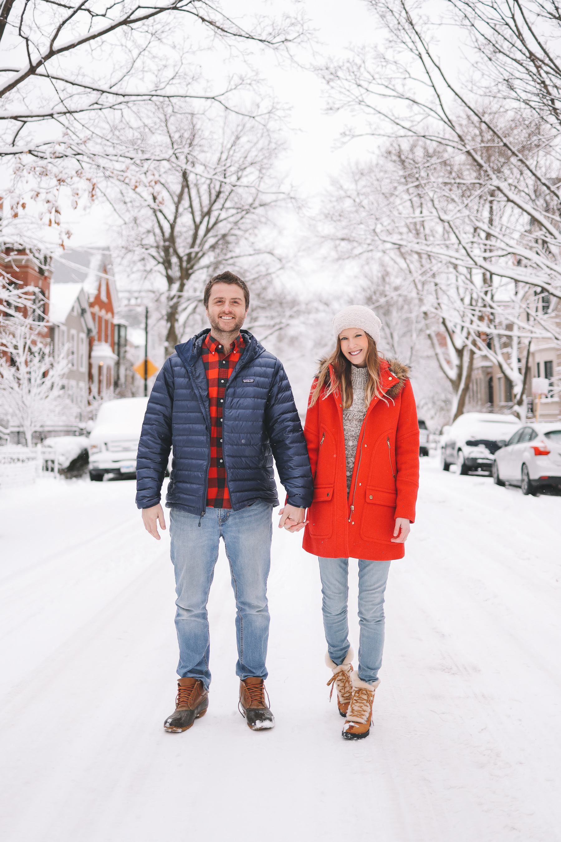 ♥️ 10 Nice Things to Do on Valentine's Day ♥️ couple holding hands in the snow