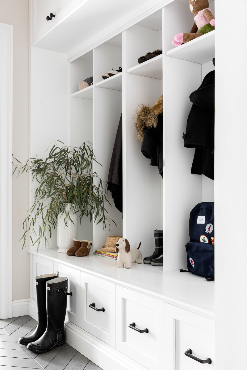 small home mudroom with hooks design