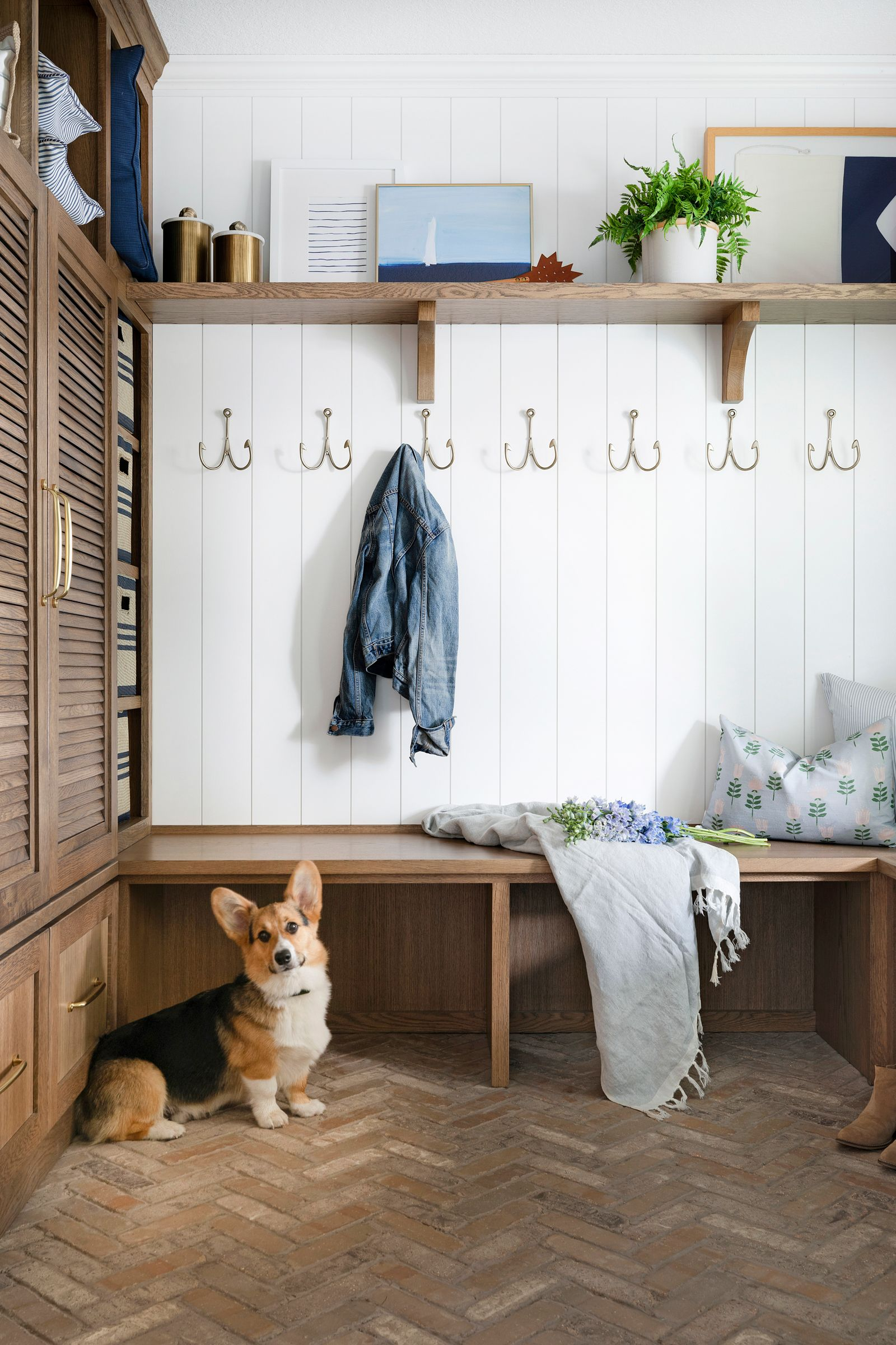 small home mudroom with hooks