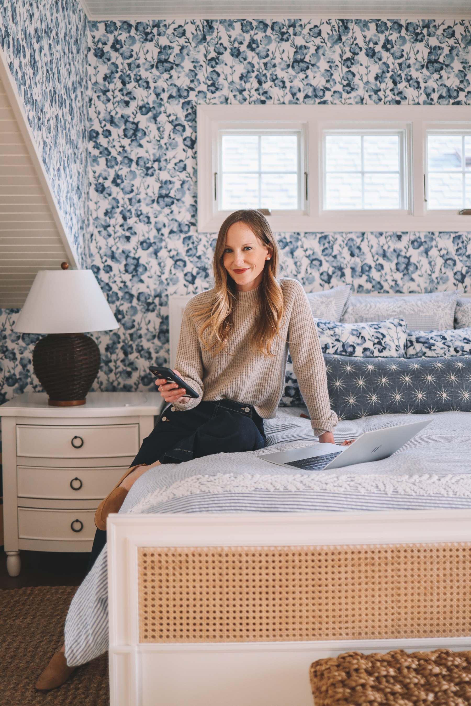 How Are You? | Kelly in the City Bedroom Wallpaper