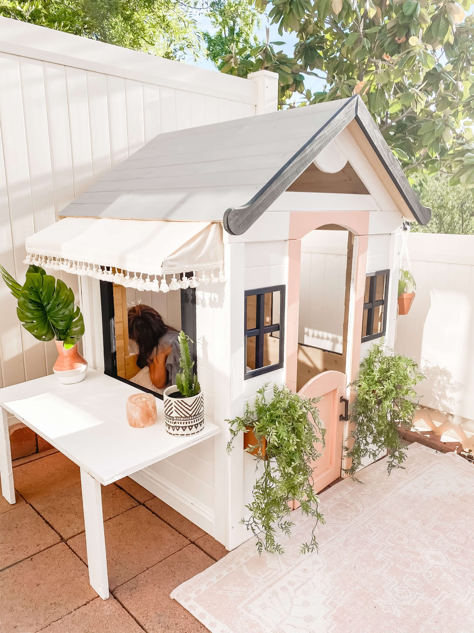 dainty playhouse for kids