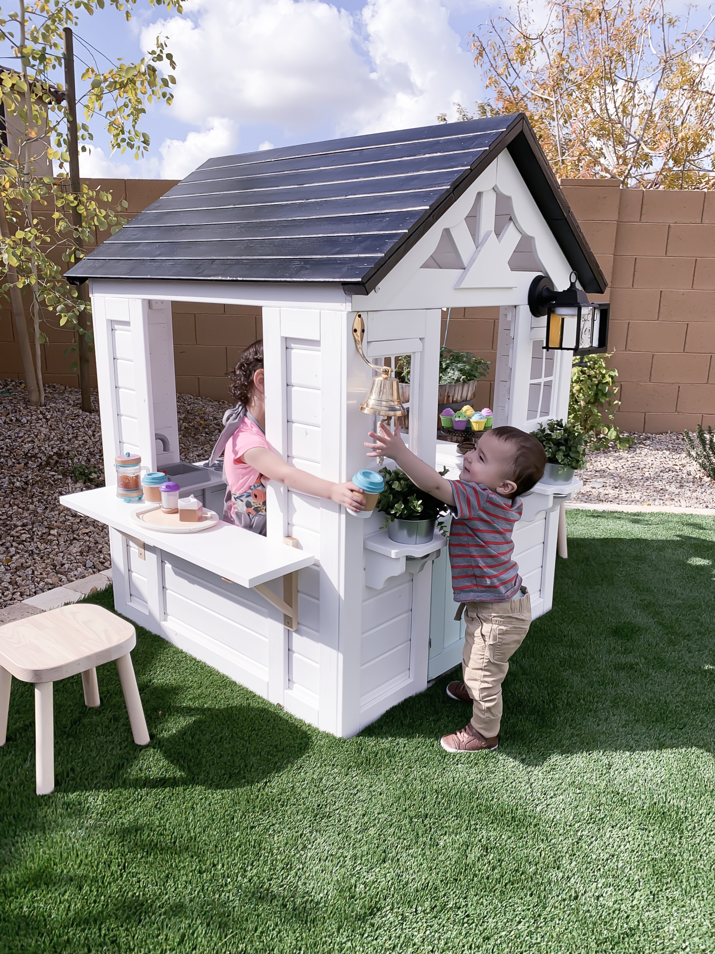 toddlers play house