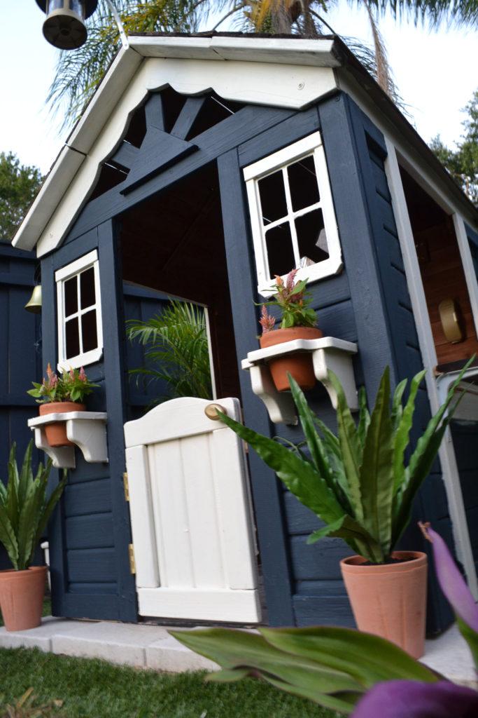 kids playhouse dark paint