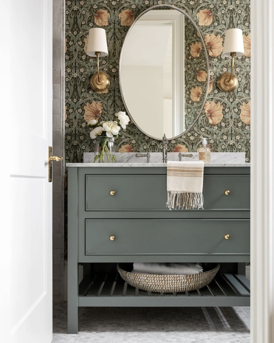 10 Things, 5/24 | Bathroom vanity paint color inspiration