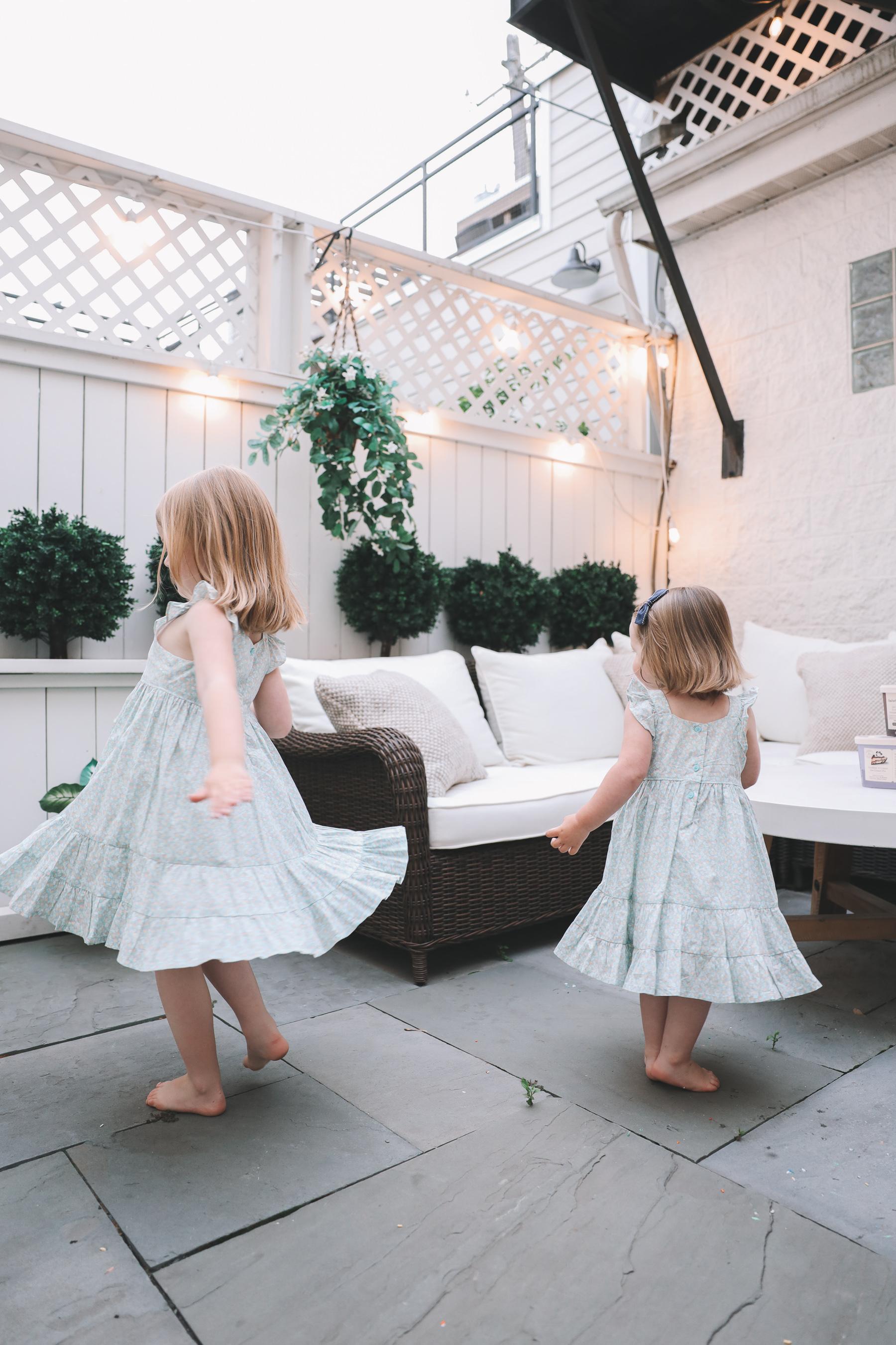 kids twirling