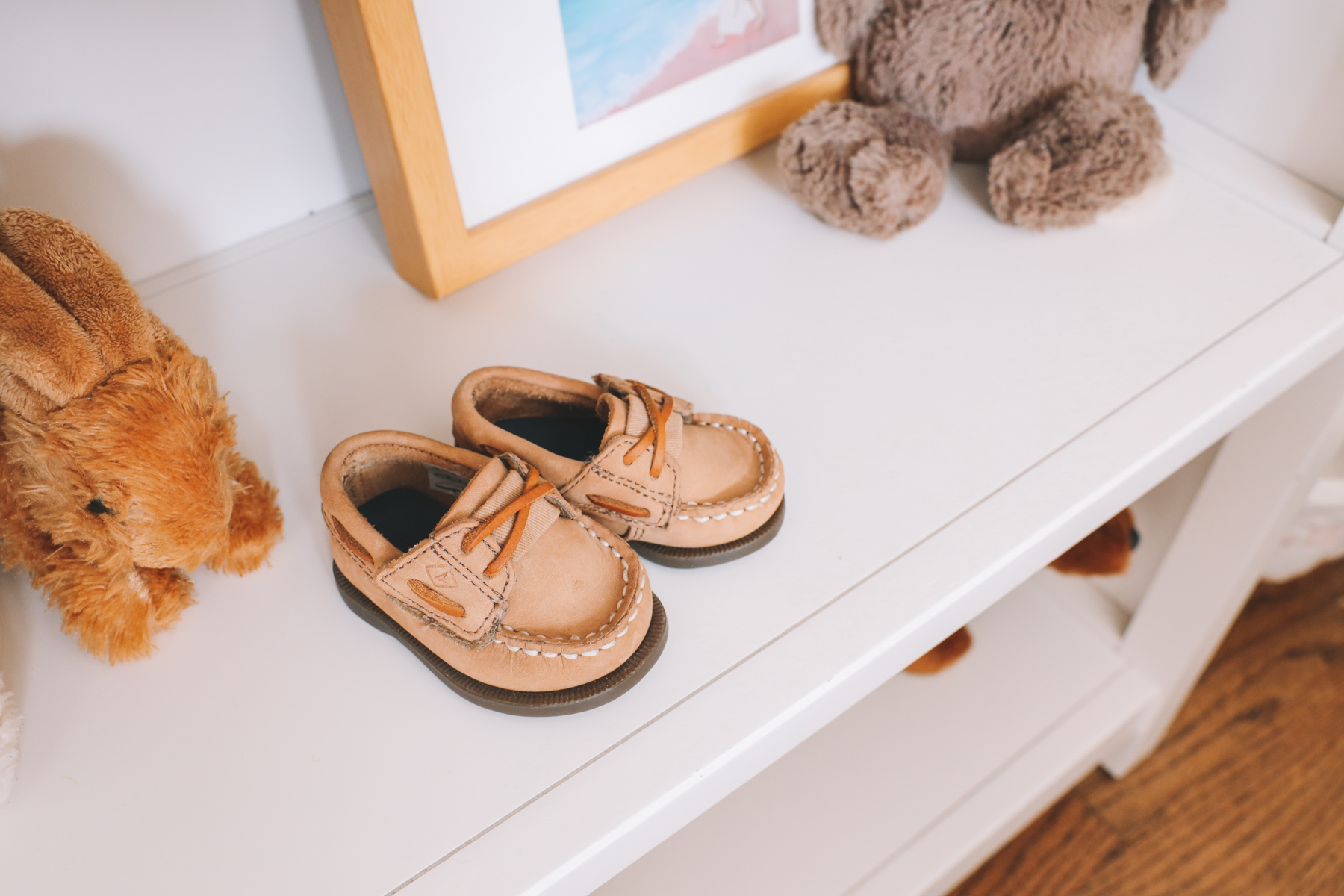 shelf decor for toddlers